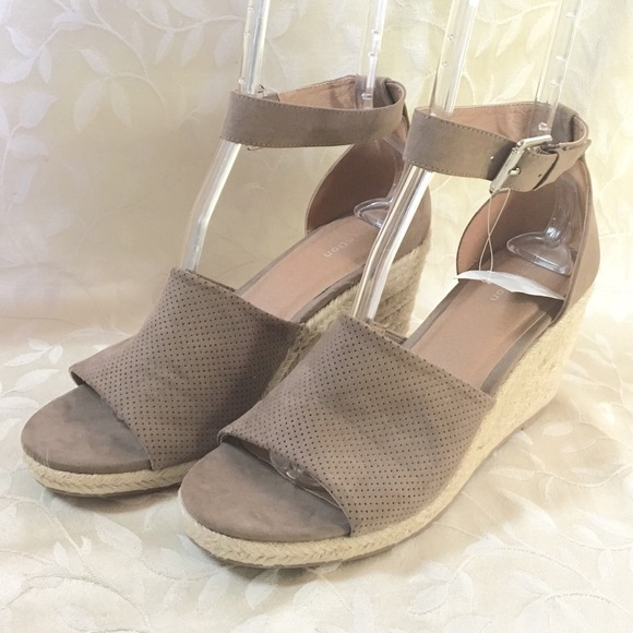 attention Shoes - 🆕 Attention Wedge Espadrille Heels Tan New Ankle